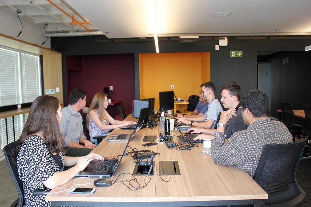 Hub de Inteligência Artificial do Senai, em Londrina, onde os projetos estão sendo desenvolvidos.