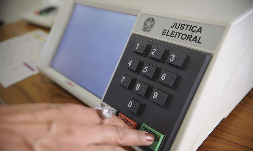 Congresso promulga emenda que adia eleições municipais para novembro