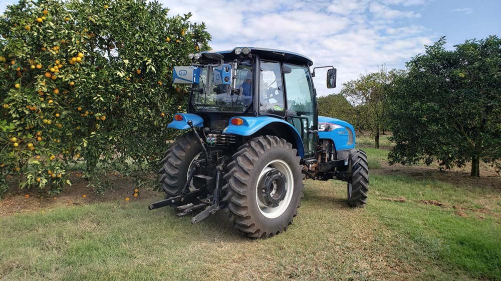 Para auxiliar os citricultores, a Adroit Robotics, uma startup brasileira, desenvolveu, especialmente para a citricultura, uma tecnologia inovadora e única no mercado. Chamada de LeafSense, esta combina inteligência artificial e sensores inteligentes, que