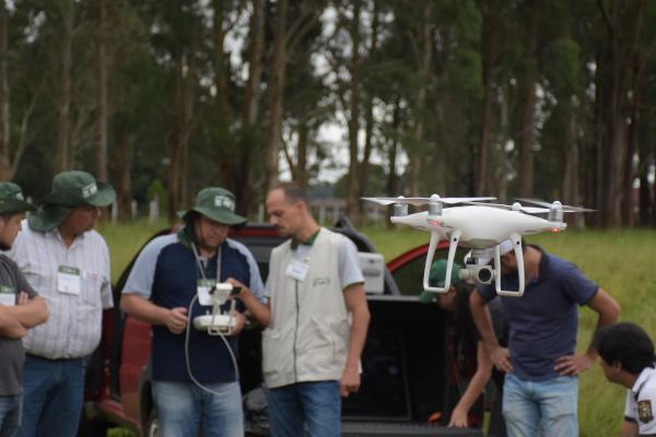 Com a liberação, poderá realizar voos de até 400 pés (aproximadamente 120 metros) de altura e a um raio de cinco quilômetros de distância. Foto Toninho Anhaia