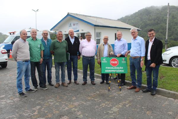 Com investimento de R$ 1,3 milhão, financiado pelo Fundo de Desenvolvimento Agropecuário do Estado do Paraná (Fundepec), o posto localizado na Rodovia Regis Bittencourt, km 11, vai garantir o controle do trânsito de animais e ampliar o potencial de defesa