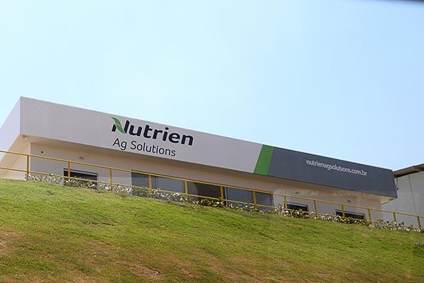 Para a Nutrien, essa aquisição oferece importantes oportunidades para seu crescimento no mercado agrícola brasileiro, assim como favorece o fornecimento de novas ofertas e soluções para ajudar os produtores agrícolas a se tornarem mais rentáveis e a expa