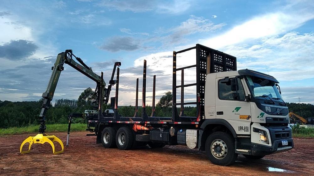 Entre os principais ganhos que o novo caminhão traz está a capacidade de carga, que alcança até duas toneladas a mais de madeira quando comparado ao modelo que já existe no País.
