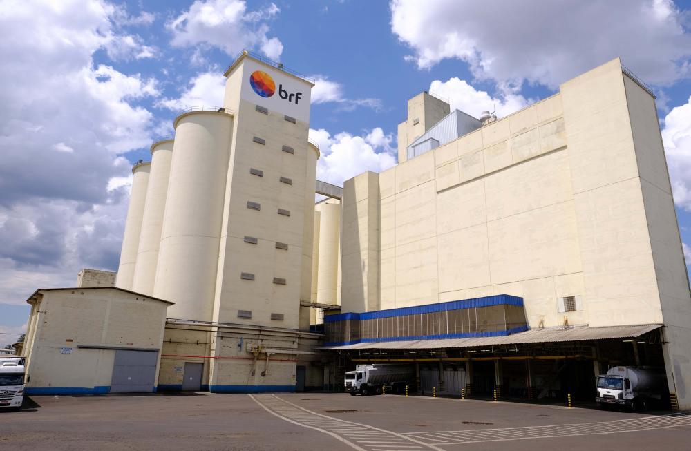Maior exportadora global de frango do mundo, a BRF está presente em mais de 140 países e é dona de marcas icônicas como Sadia, Perdigão e Qualy.
