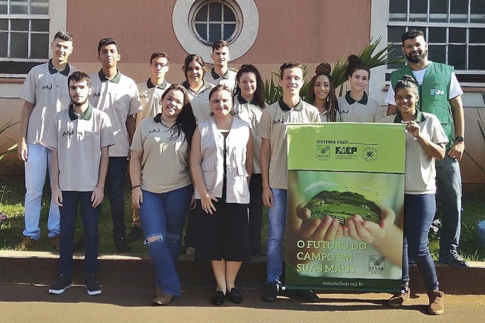 Para esta primeira turma, o Genesis Group selecionou 12 jovens, contratados como aprendizes. Paralelamente, o SENAR-PR formatou o curso, com 960 horas-aula, e disponibilizou material didático e os instrutores.