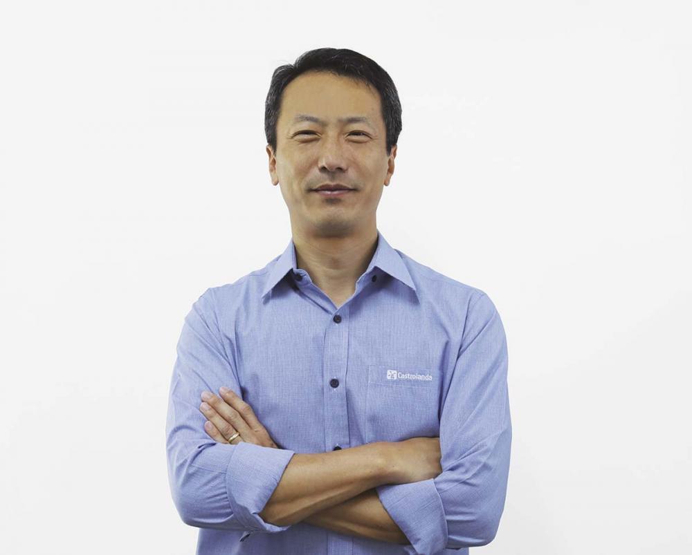 Aos 48 anos, Seung Hyun Lee possui mais de 25 anos de experiência em empresas nacionais e multinacionais.