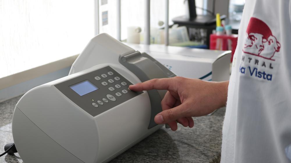 O aparelho dá maior acuracidade na concentração espermática em amostras de sêmen bovino puro, com rapidez e simplicidade.