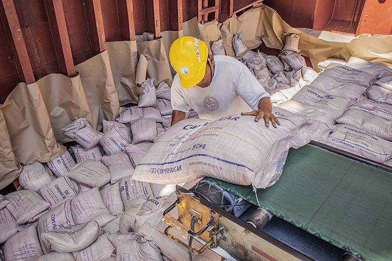 Nos três primeiros meses do ano, quase 2,8 milhões de toneladas de cargas classificadas como Carga Geral foram movimentadas pelos terminais paranaenses. O total é 9% maior que no mesmo período, no ano passado, com 2,5 milhões de toneladas. Neste segmento,