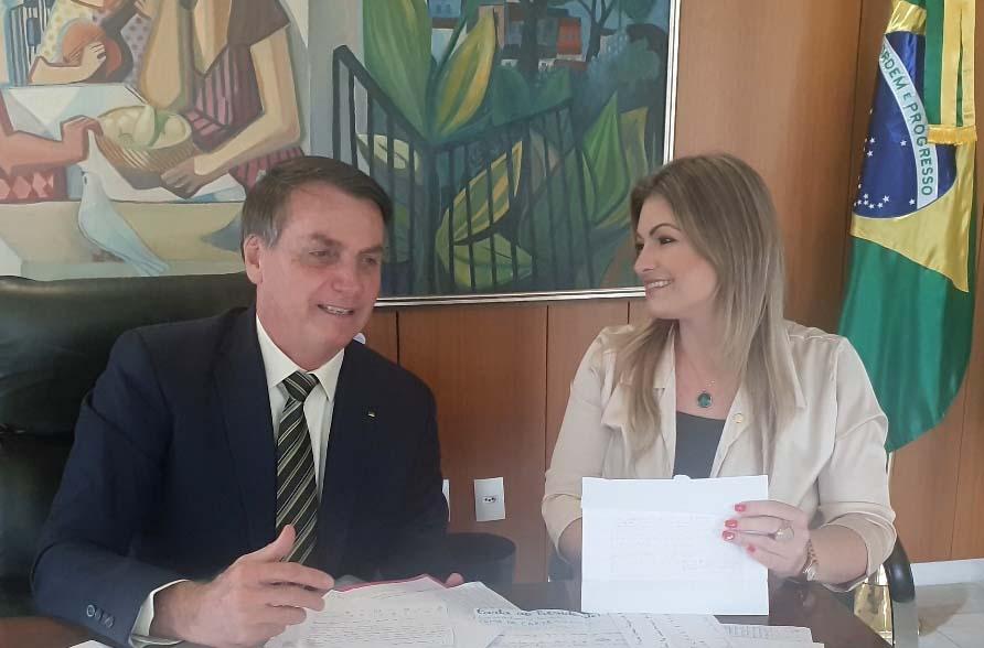 A deputada garantiu R$ 10 milhões em recursos por meio de emenda parlamentar para as obras de infraestrutura no distrito de Socavão.