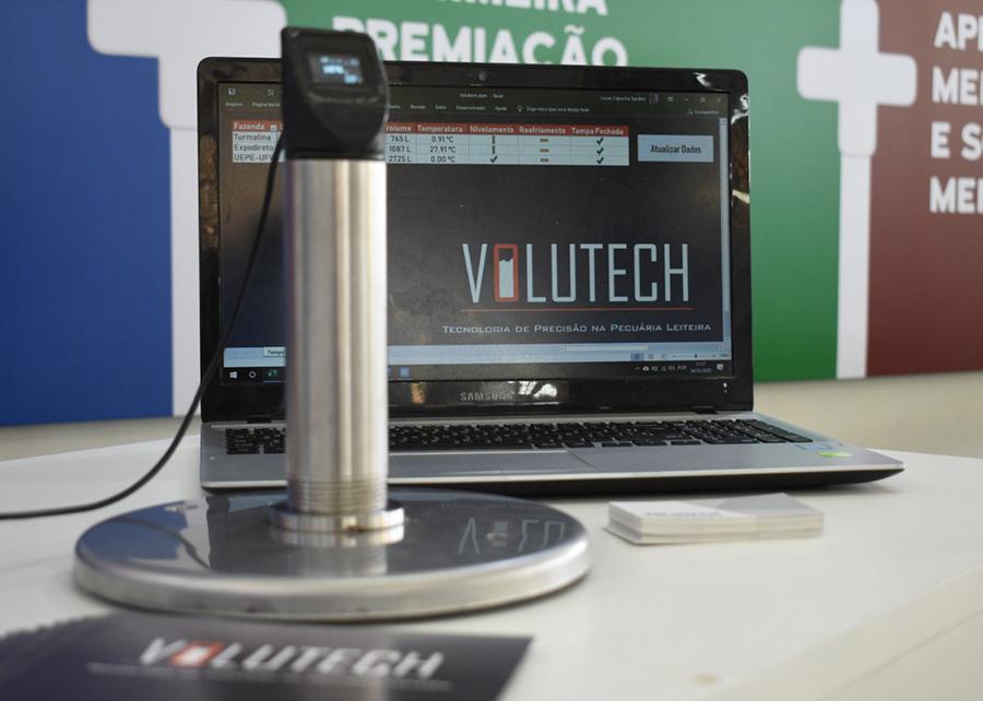 O Volutech possui sensores que enviam informações para um servidor remoto com acesso a laticínios e produtores
