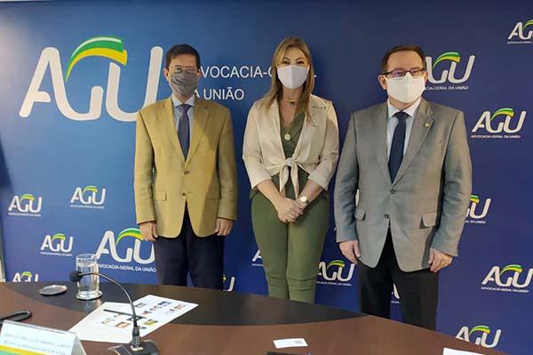 Aline Sleutjes pede empenho à AGU por resoluções urgentes no setor agrário